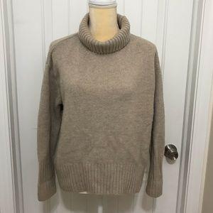 Beige turtleneck sweater xs